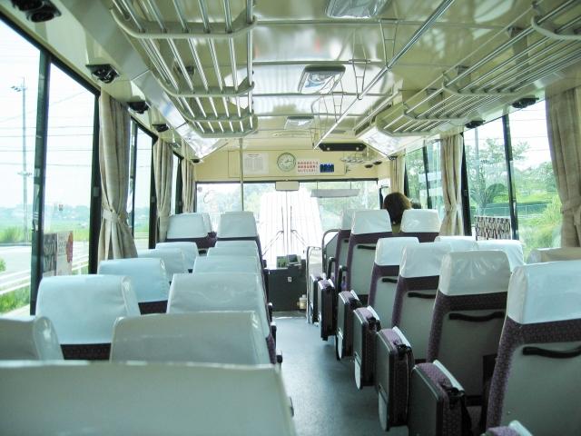 バス 車内